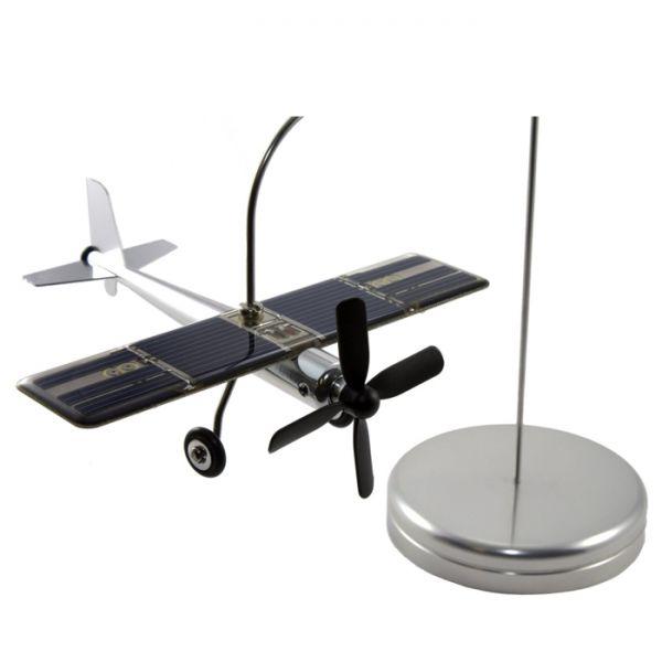 Самолет със слънчево захранване + LED