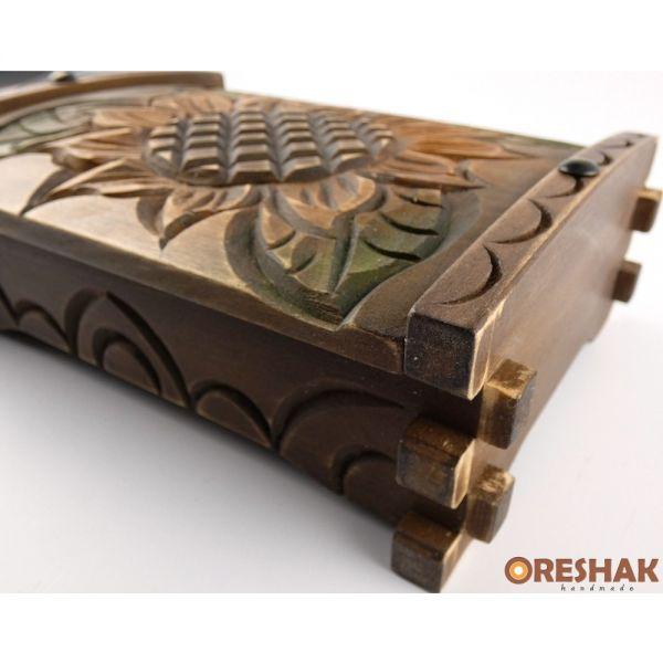 Голямо кофчеже за скъпоценности, с дърворезба, опушен ефект