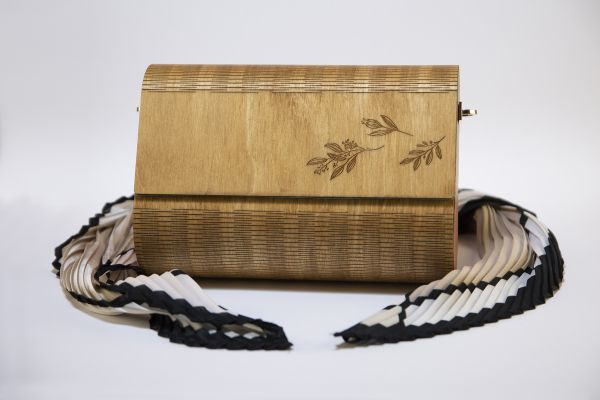 """Ръчно изработена дамска чанта от дърво и естествена кожа Алба """"Пролет"""""""